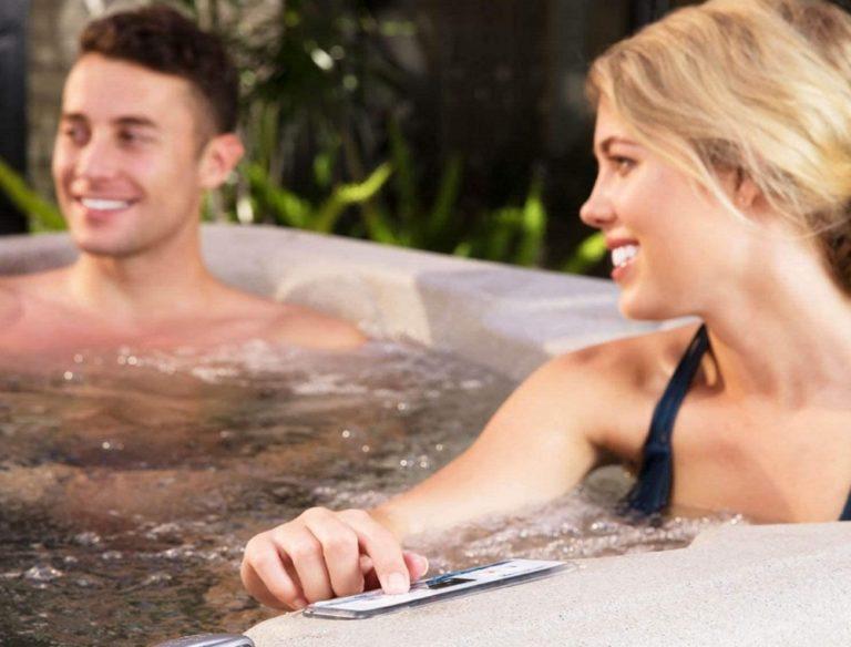 LIFE SMART 4 Person Plug & Play Square Hot Tub